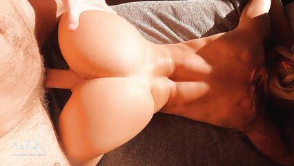 Порно красивой девушки с упругой попкой
